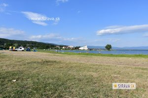 Pláž a kemp pri bazéne – Kaluža